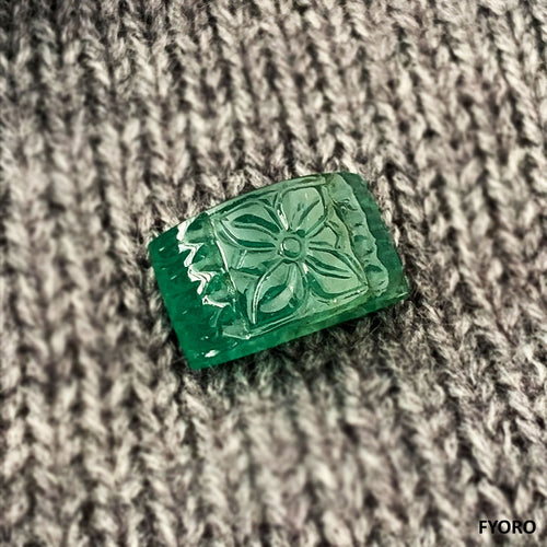 Huā Carved Zambian Emerald