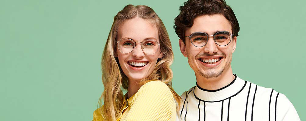 How to Choose the Right Glasses For Your Hair Color