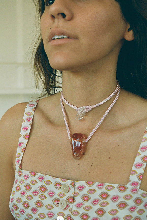 ABSTRACT SHAPE NECKLACE, AMBER/PINK CORD