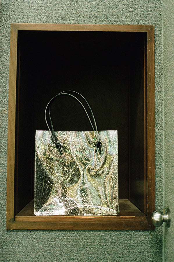 ANAISE TOTE WITH KNOT HANDLE, SPARKLE CLEAR