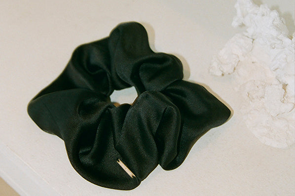 ELEGANT SCRUNCHIE, BLACK SILK