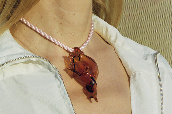 CONCH NECKLACE, AMBER/PINK CORD