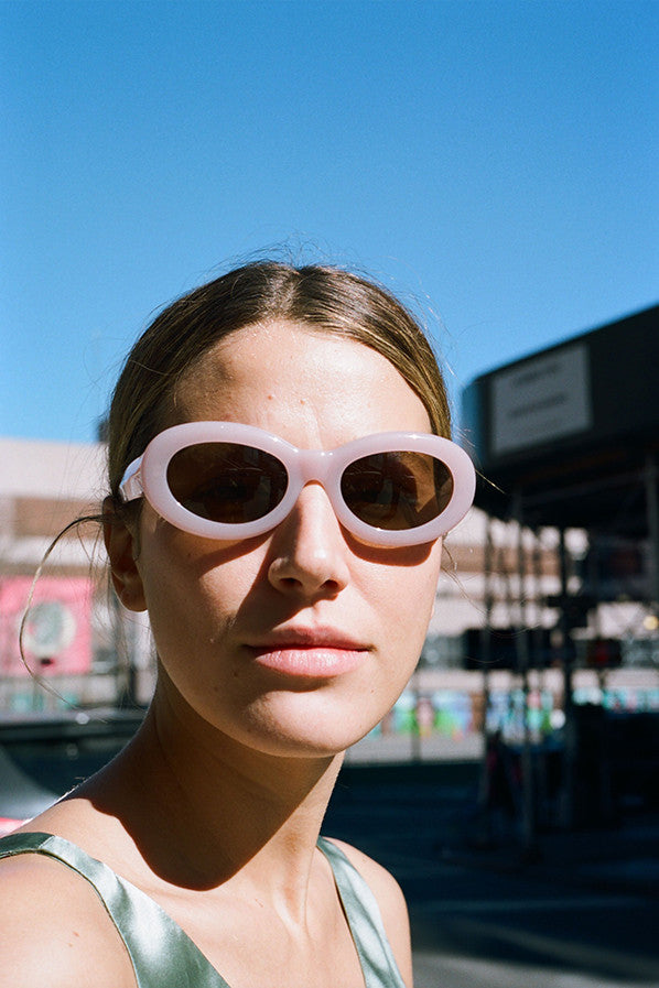 ROUND FRAMES SUNGLASSES, PINK/BROWN LENS