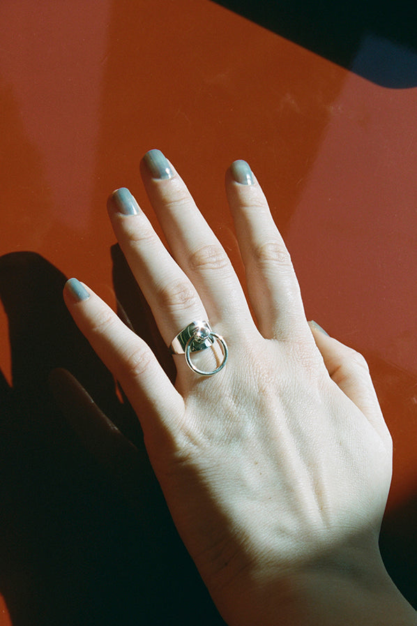 SUPER ODALISQUE RING, SILVER WITH MOONSTONE