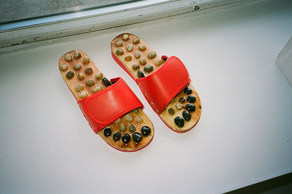 STONE MASSAGE SLIPPERS, RED