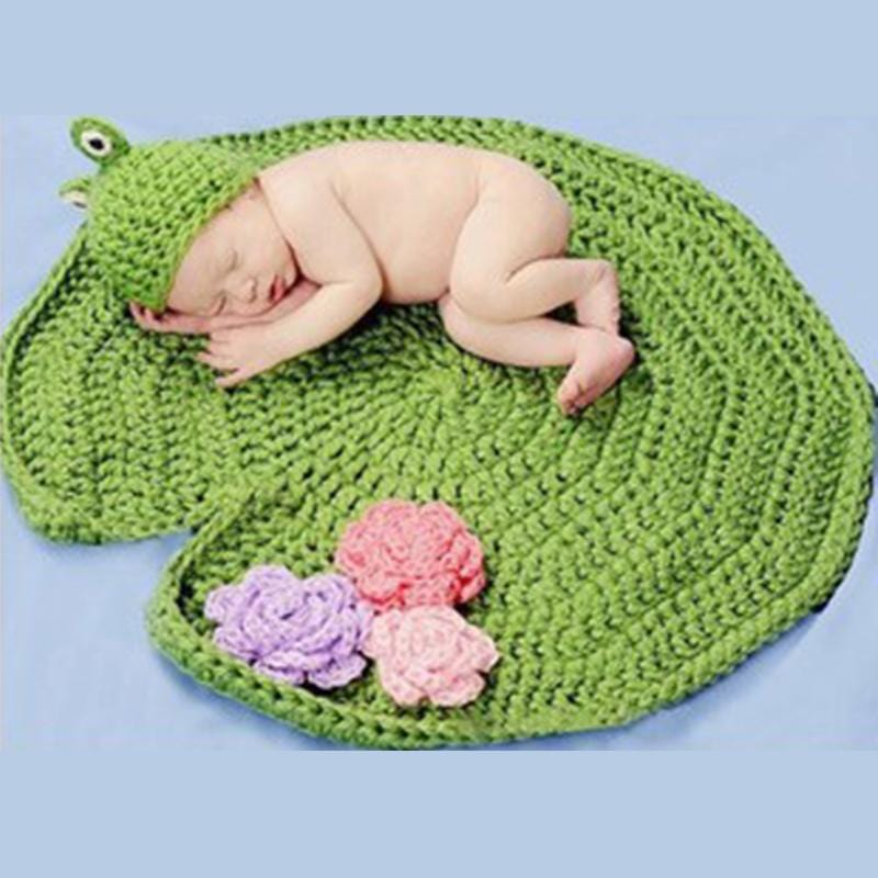 Frog Design Baby Photography Prop Blanket and Hat Set