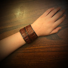 Load image into Gallery viewer, Bracelet - Genuine Caiman Alligator - Brown
