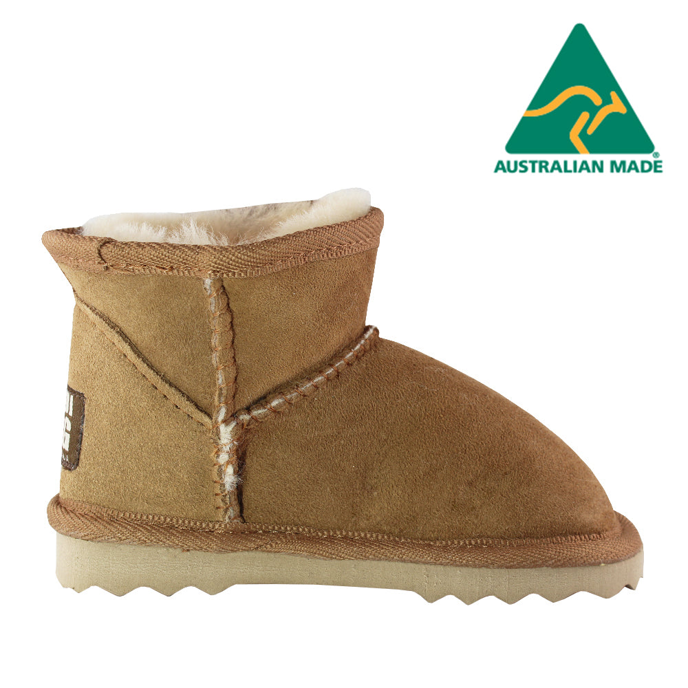 BONDI UGG - KIDS Classic Mini Sheepskin Boots - Chestnut