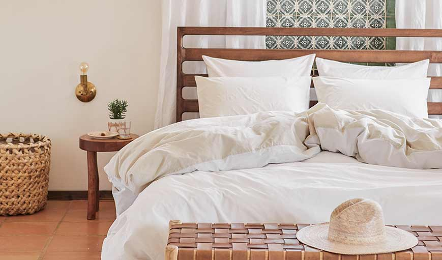 How to Create a Well-Traveled Bedroom