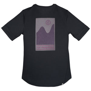 Ciele NSBTShirt - Run Mountains Vista - Black Cherry - achilles heel