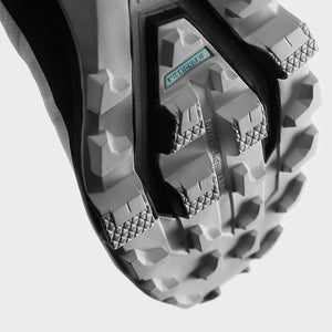 On Men's Cloudventure Peak Trail Running Shoes White / Black - achilles heel