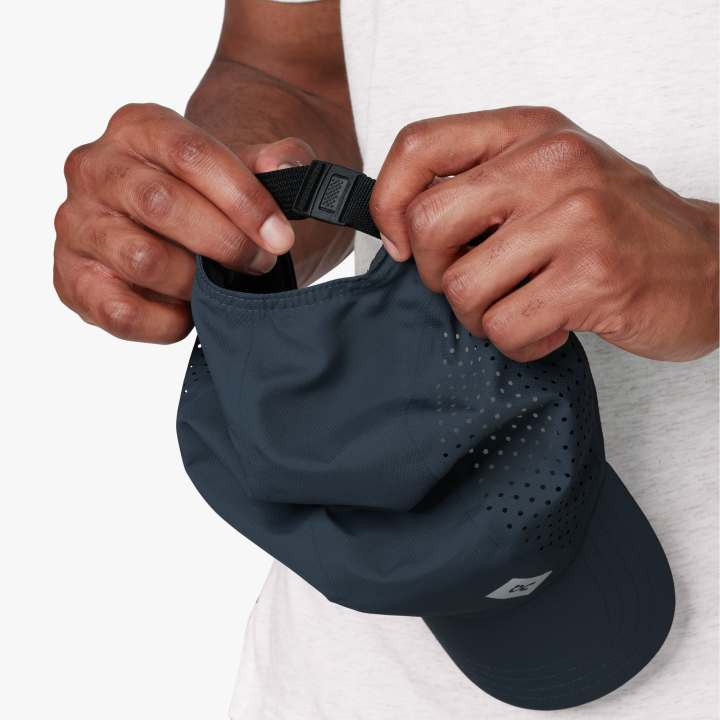 On Lightweight Cap Navy - achilles heel