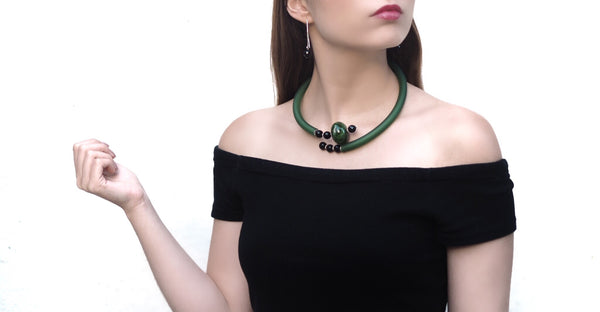 Contemporary line - Green agate, onix and green caocho necklace