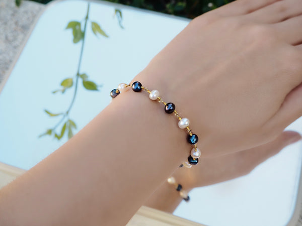 Pearl bracelet - Dark Blue and White pearls