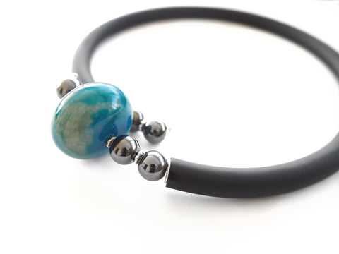 Contemporary line -  Turquoise blue agate, hematite and black caocho necklace