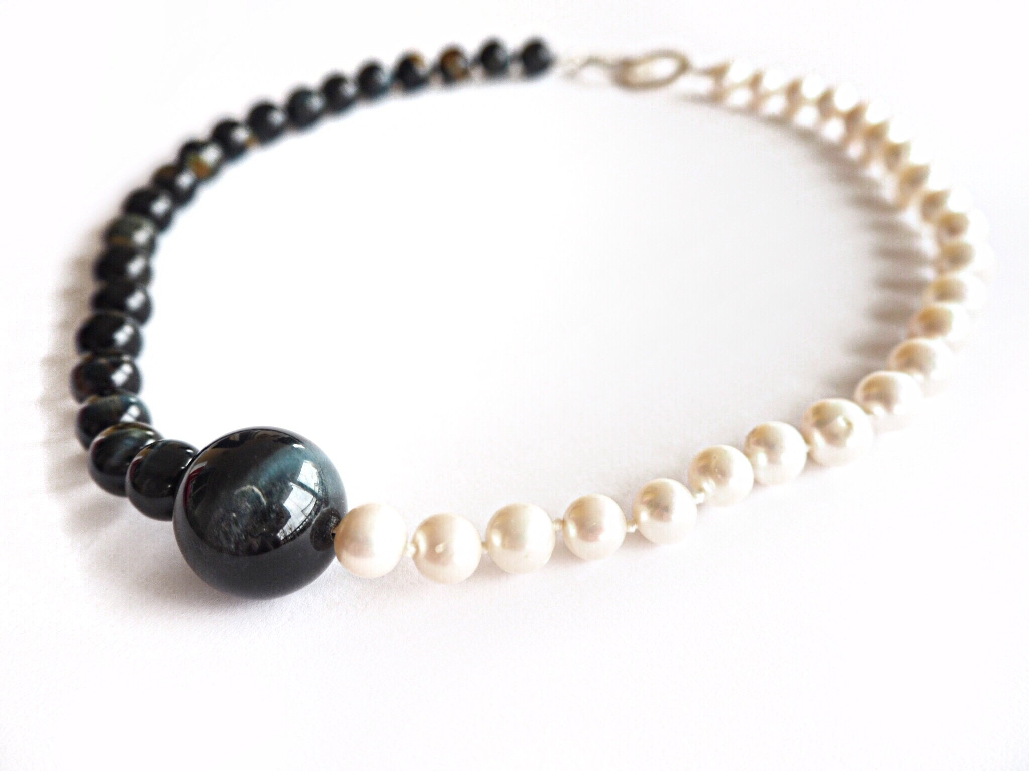 Pearl - Pearls and hawk's eye quartz necklace