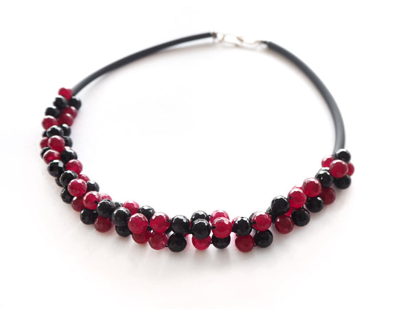 Contemporary line - Onyx, bordeaux agate and black caocho necklace