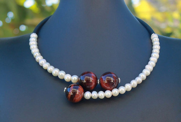 Contemporary line - Pearls, red tiger's eye quartz and black caocho necklace