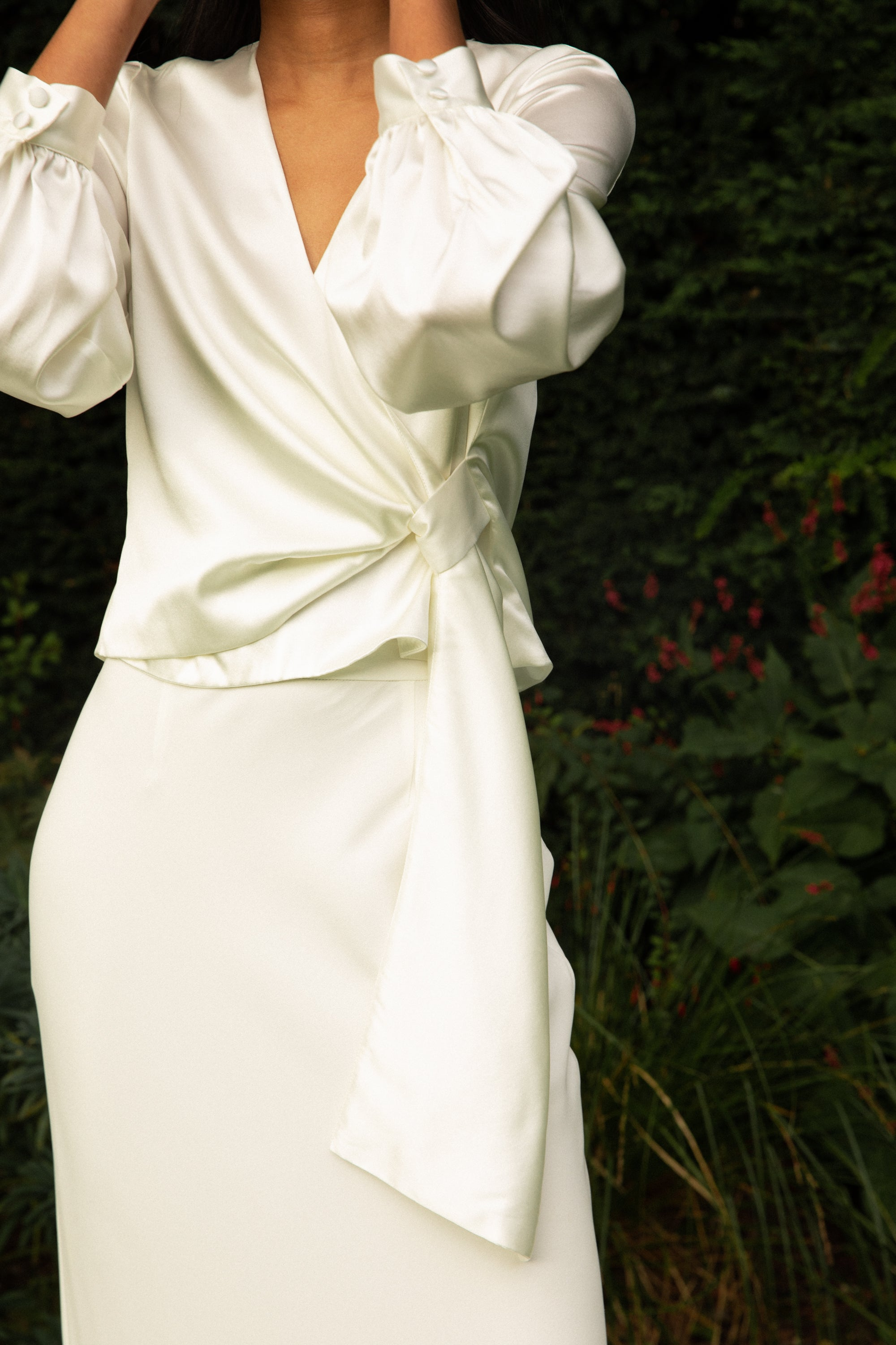 Load image into Gallery viewer, STYLE 027 // LONG-SLEEVED SILK WRAP