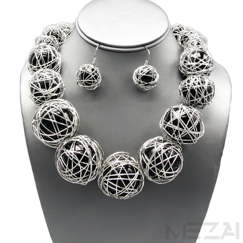 Zari Pearl Necklace Set (Black & Silver)