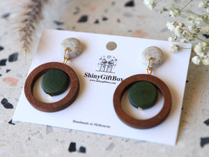 Granite Green & Wooden Circles