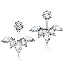 Load image into Gallery viewer, Exquisite Leaf Stud Earrings
