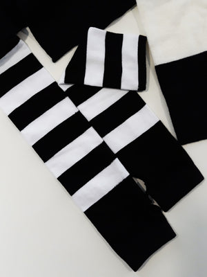 Anna Blue Emo black and white striped long arm warmers gestreifte Armstulpen