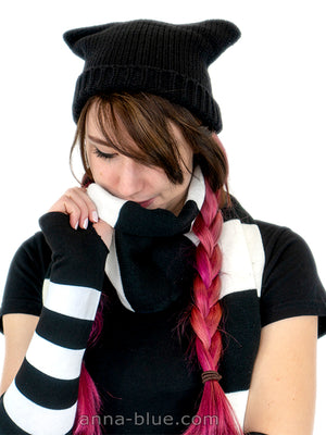 Anna Blue alternative fashion cat hat beanie mütze Katzenohren Schal Streifen striped scarf black and white