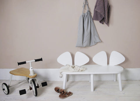 Mouse bench in white