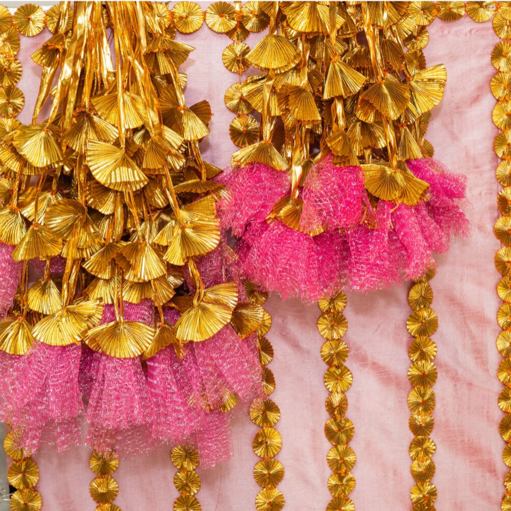 Golden Gota Bunch with Pink Frills (Set of 20 Pieces)