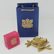 Load image into Gallery viewer, Quality Gift Pack -One Flower Shaped Ring Holder Sweet Box Bag