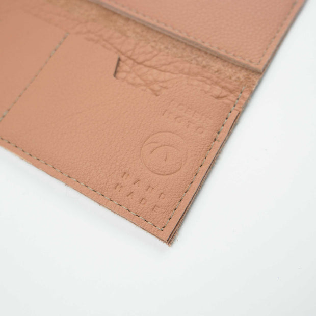 The Constance Wallet, Clay
