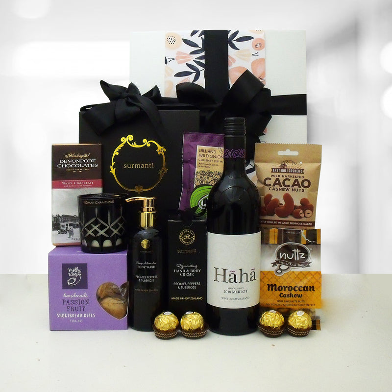 Gift hamper with wine, chocolate, candle, handcream, bodywash and shortbread. The perfect gift for her.