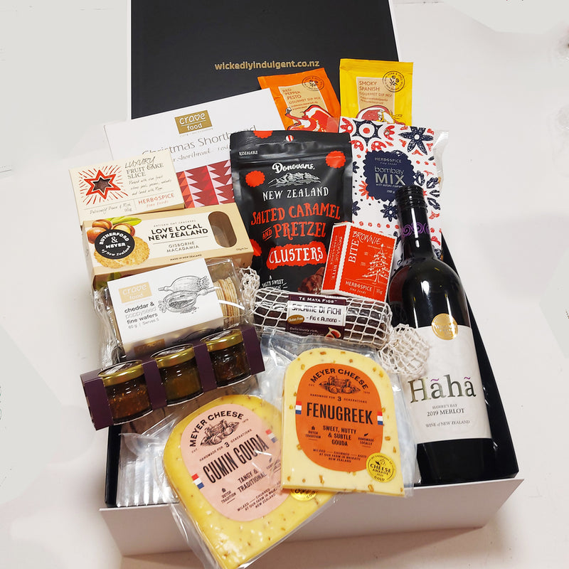 Dashers Delights gift hamper with cheese, chutney, wine & nibbles