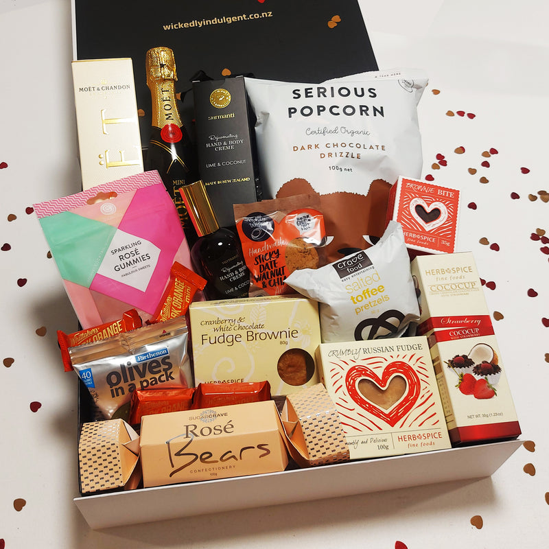 Romantic Valentines gift basket with champagne, handcream and nibbles.