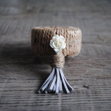 Load image into Gallery viewer, White Rose Tassel Switch-Er-Roo Napkin Ring Fastener Set of 6