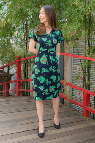 Jaslyn Floral Print Sheath Dress (Navy)