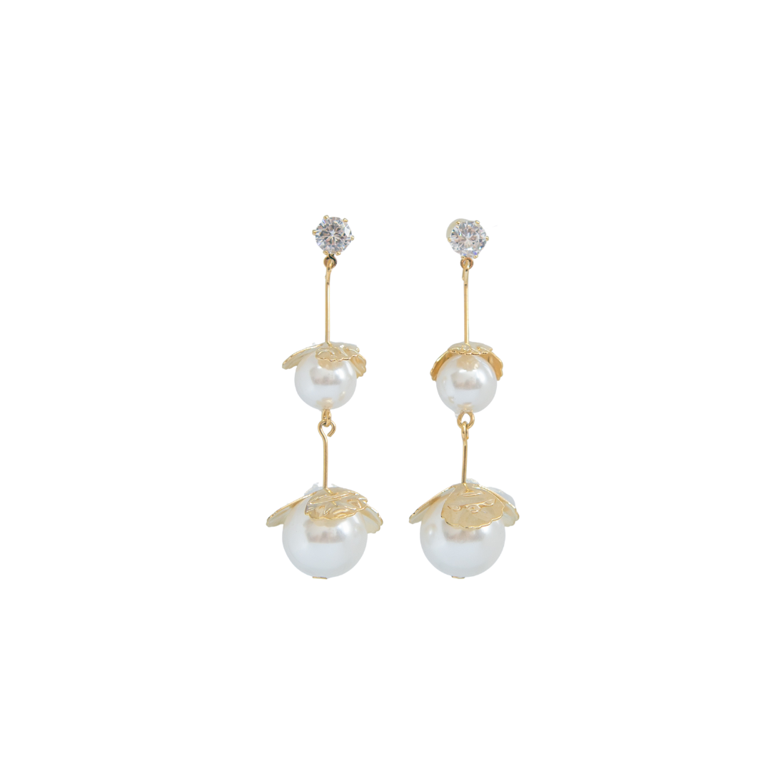 Achelois - Gold Leaves With Pearl Earring