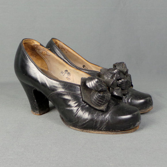 1940s CC41 Bow Front Black Leather Shoes, UK 2/3