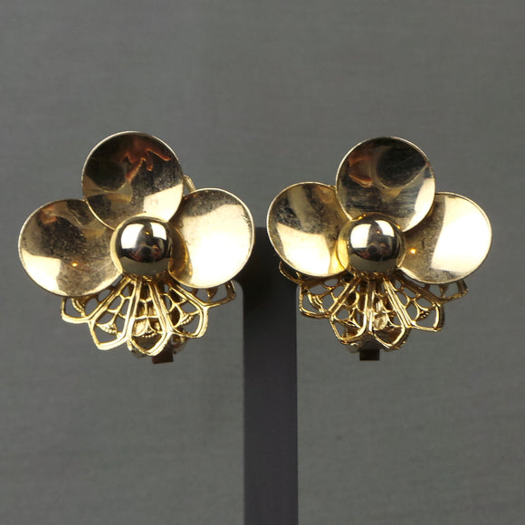 1960s Gold Tone Daisy and Filigree Clip On Earrings