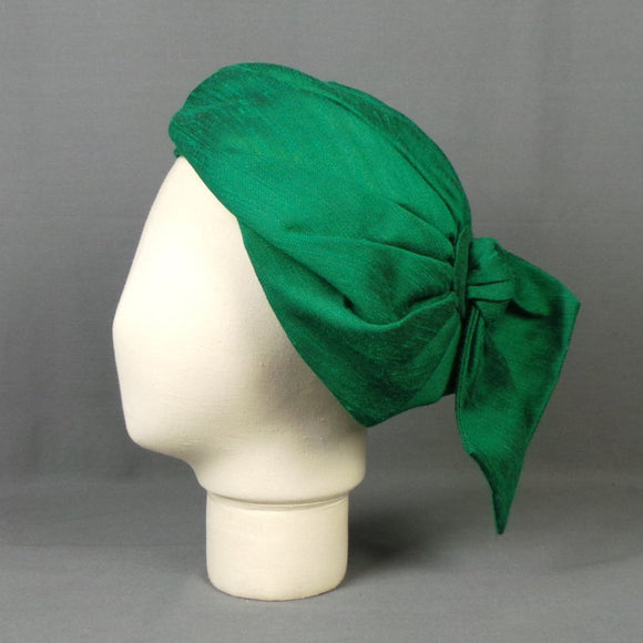 1960s Bright Jade Green Silk Slouch Artists Beret Hat with Bow, by John Boyd