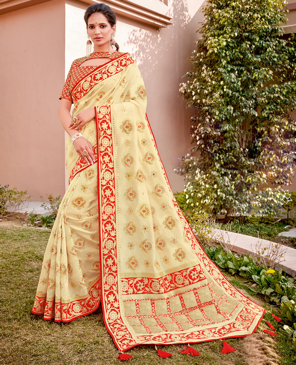 Cream Color Weaving Silk Splendid Wedding Function Sarees NYF-8710