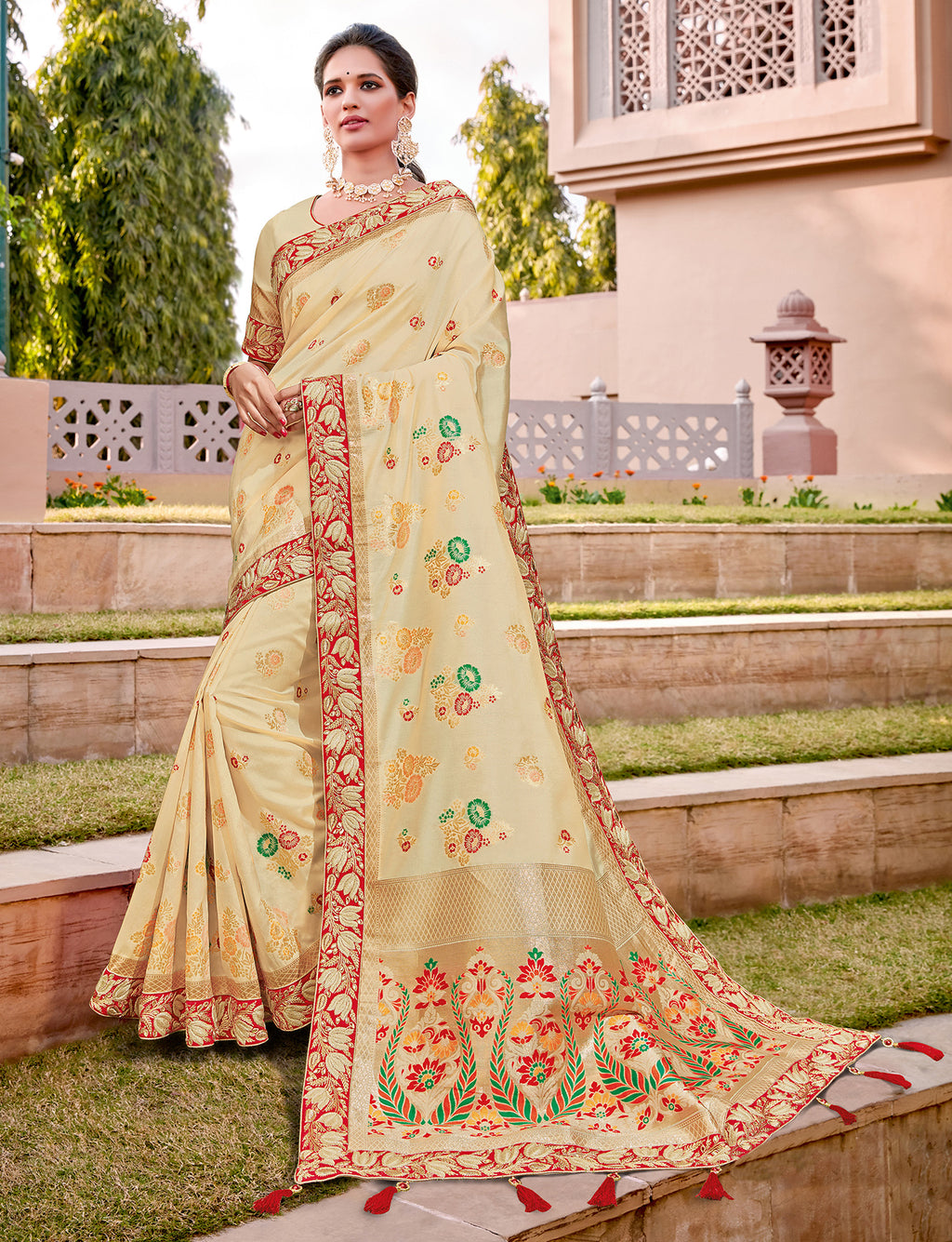 Cream Color Weaving Silk Splendid Wedding Function Sarees NYF-8712