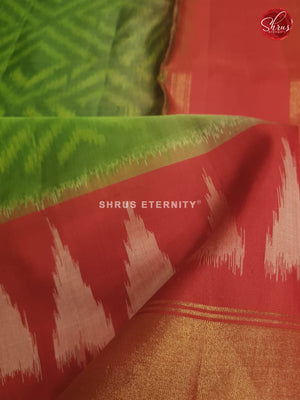 Parrot green & Red - Soft Silk - Shop on ShrusEternity.com
