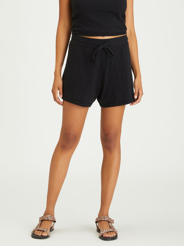 Essential Pull-On Short Black