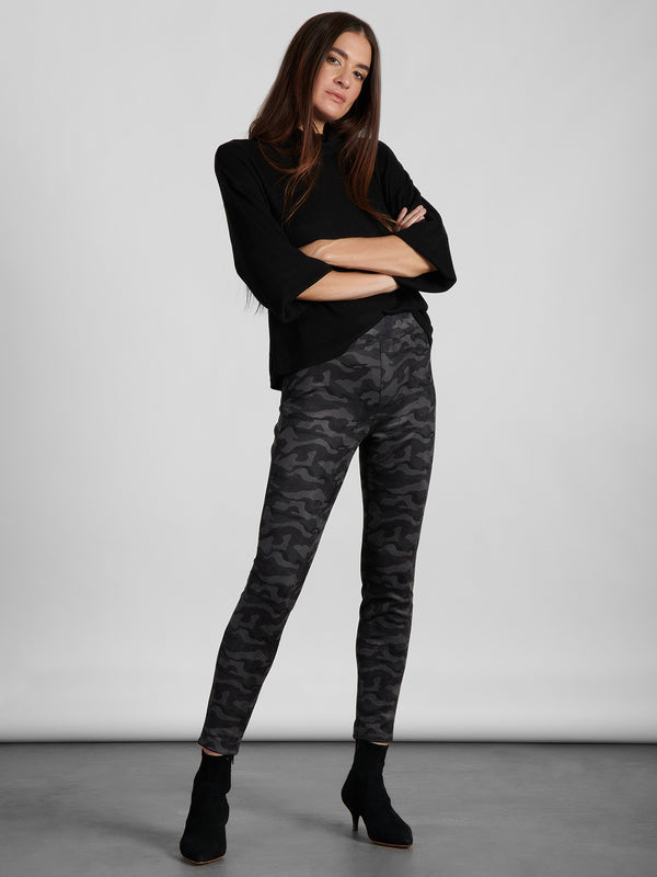 Runway Legging Black Camo