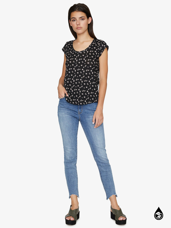 Alma Scoop Tee Wildflower Black