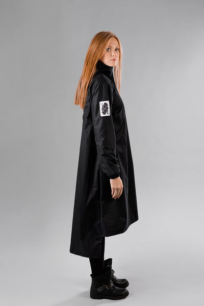 Black raincoat / Queen of Clubs