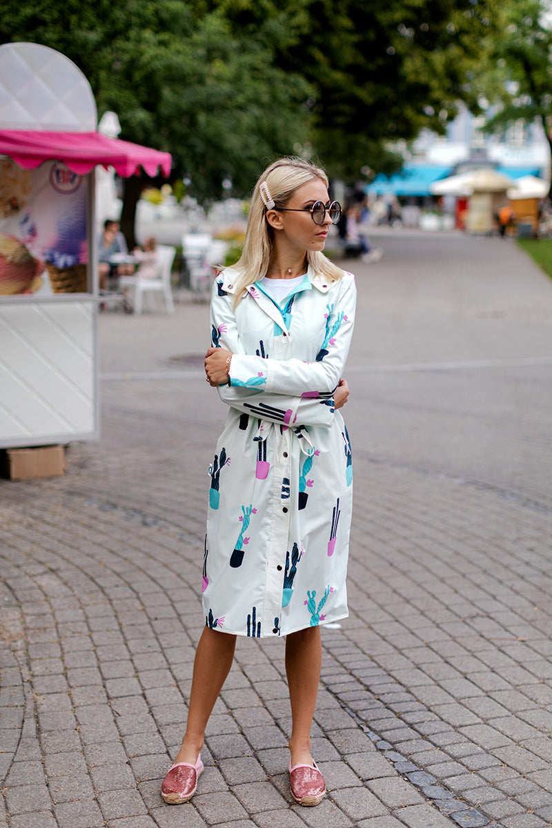 White raincoat with Cactus print / Long skirt