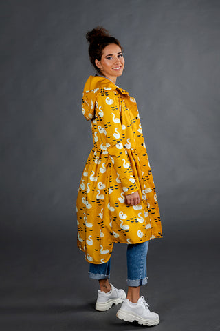 Mustard raincoat with Swans print / Tale
